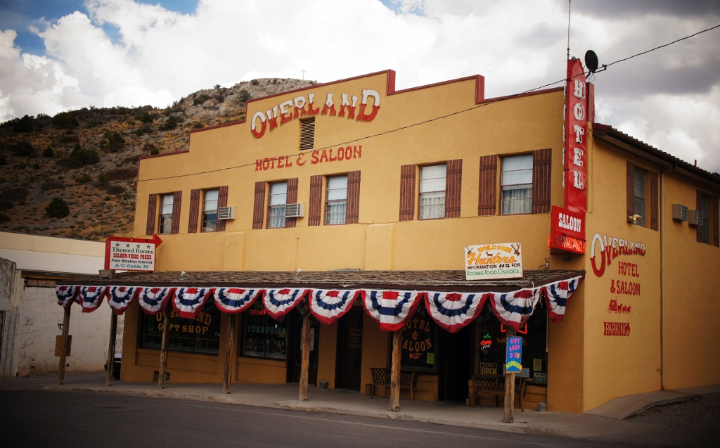 Overland Hotel & Saloon